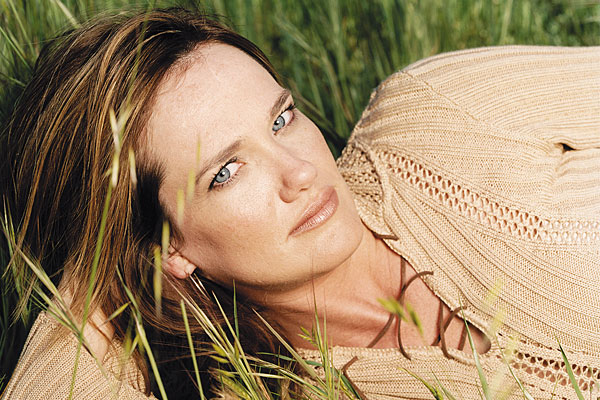 alecia-nugent_music_singer_acoustic-country_bluegrass_for-loves-sake