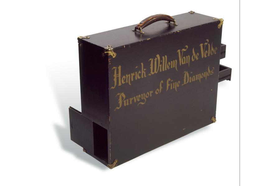 Artemus' jeweler case, used by him while undercover as a jeweler; it has a secret door for hiding a carrier pigeon.