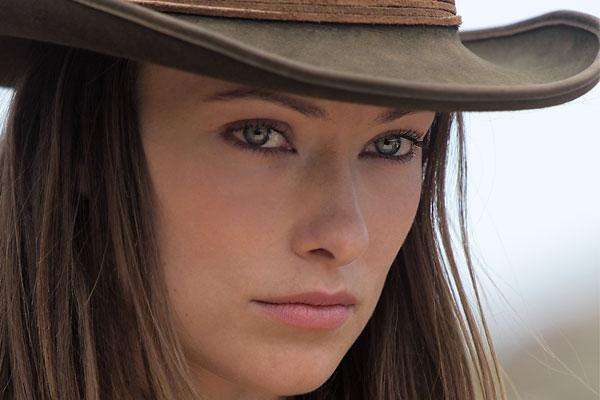 viva-outlaw-women_olivia-wilde_cowboys-aliens_house