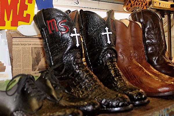 arnold-darby_boots_prison_huntsville-texas