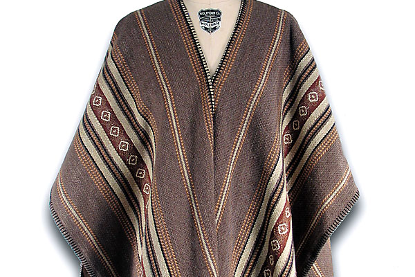 ponchos_fashion_los-christos_patricia-wolf_navajo-tradition