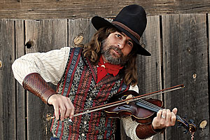 fiddle_player_western_rex_rideout_cowboys_and_aliens_universal_pictures