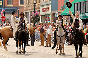 mounted_re-enactment_defeat_jesse_james_days_james_younger_gang_northfield