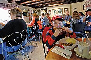 restaurant_bobcat_bite_santa_fe_new_mexico_green_chile_cheeseburger