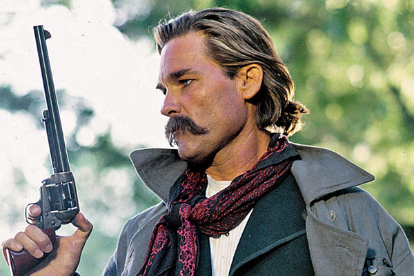 kurt-Russell-wyatt-earp-tombston