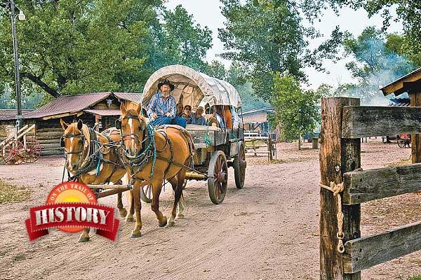 Fort_Bayard_Oregon-Trail-Wagon-Train