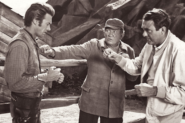 Oscar-winning-actor-Victor-McLaglen-and-son-Andrew-McLaglen-show-Clint-Eastwood-the-proper-way-to-punch-on-the-set-of-Rawhide-in-1959.