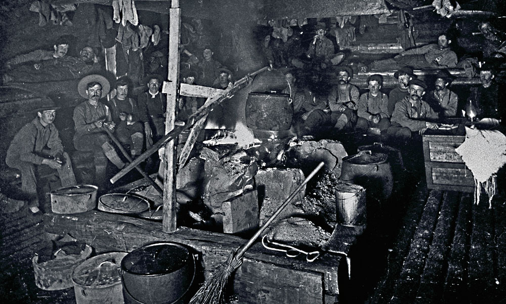 This early 1900s cook shanty in Canada gives us an idea of the bunkhouse environs frontier cowboys enjoyed on our side of the border. – Courtesy Library and Archives Canada / William Morell Harmer Collection, PA-106194 –