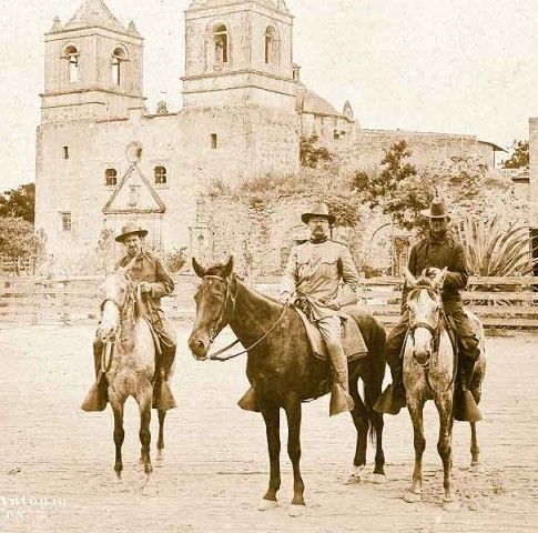 RE_Theodore-Roosevelt-and-two-Rough-Riders-pose-in-front-of-the-Mission-Concepción