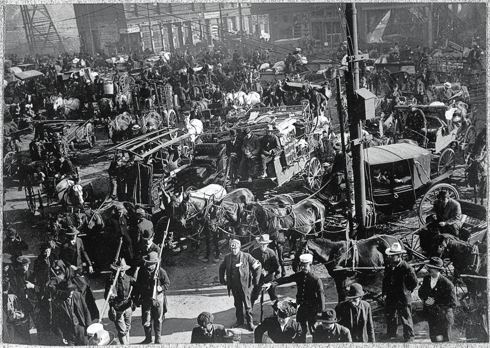 SV_San_Francisco_Earthquake_of_1906,_(People)_leaving_the_city_-_NARA_-_522958_scaled
