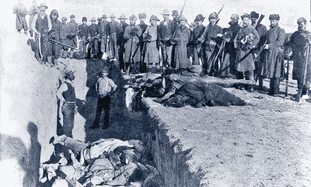 SV_U.S.-Soldiers-putting-Indians-in-common-grave,after-the-battle-of-Wounded-Knee,-South-Dakota-some-corpses-are-frozen-in-different-positions_c1891-Jan