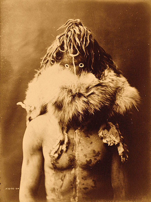 BOW-WW_Haschezhini-Navaho-Native-American-man_half-length-portrait_acing-front_wearing-dark-leather-mask-fur-ruff-nude-torso-painted-with-black-and-white-splotches-by-Edward-S.-Curtis