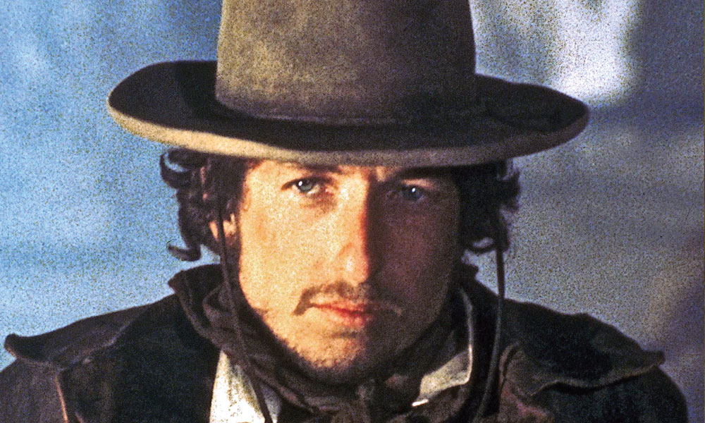 "940dc0ad ... was iconically solidified in his motion picture debut as Billy the  Kid's sidekick ""Alias"" in Sam Peckinpah's 1973 Western film Pat Garrett &  Billy the ..."