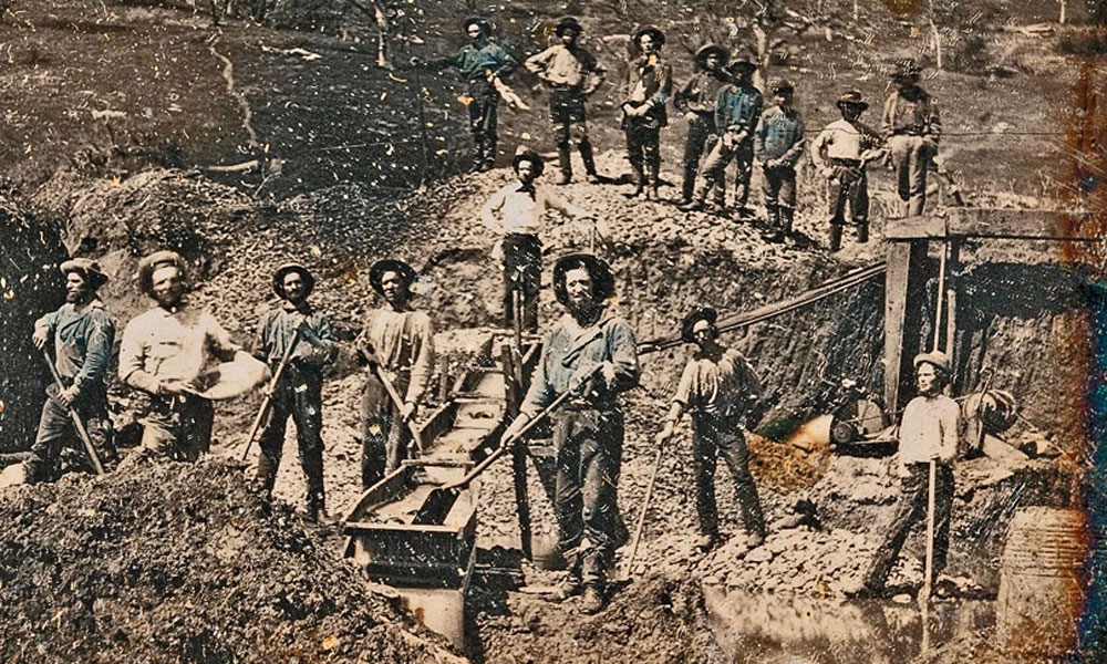 Daguerreotype-California-Gold-Rush-mining-scene-photographed-by-Robert-Vance-circa-1850