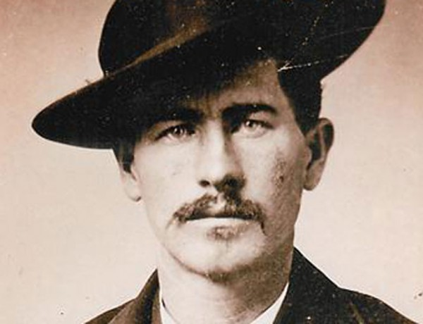 wyatt-earp-featured